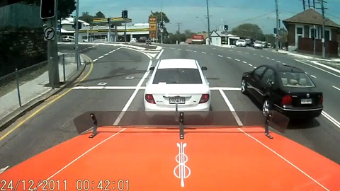 NEW truck and suv accident in Australia on dashcam!!